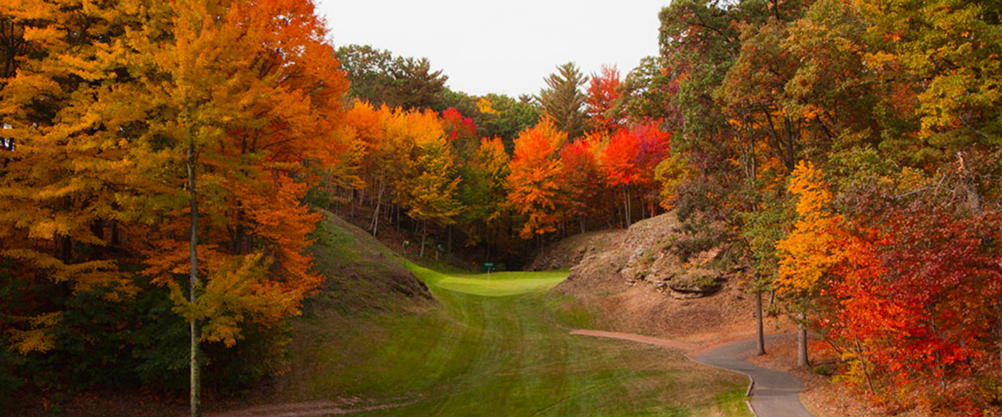 The canyon of Canyon course in the fall.